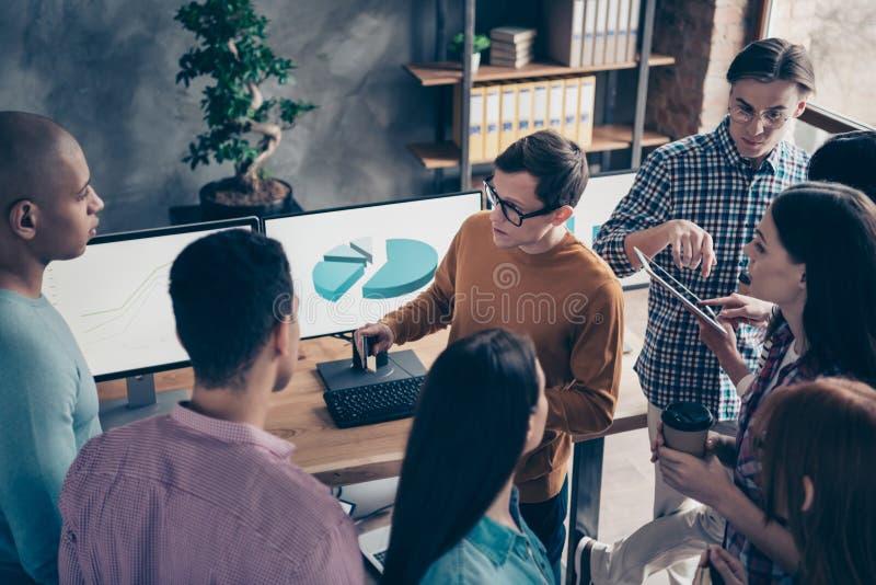 Над взглядом высокого угла аналитика специалисту по славного умного умного босса CEO (главный исполнительный директор) болвана се стоковое изображение rf