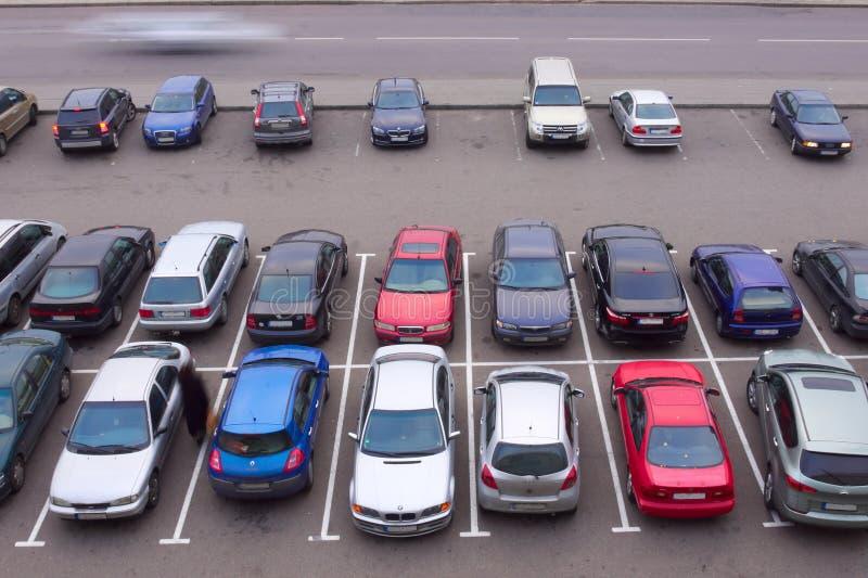 над взглядом места для парковки автомобиля стоковое фото rf