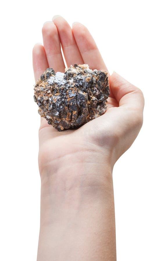 Над взглядом минеральной руды на женской ладони стоковое фото rf