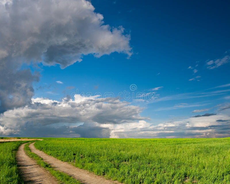 над голубыми небесами greenfield стоковое изображение rf
