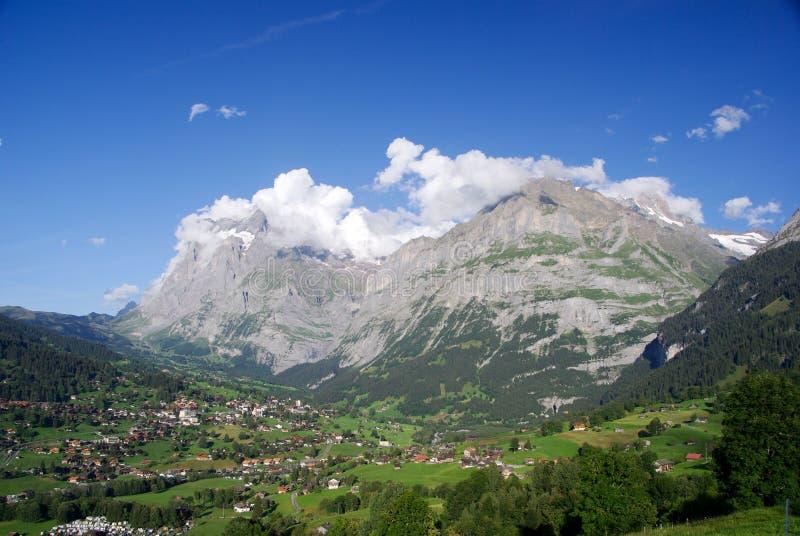 над горами grindelwald стоковое изображение