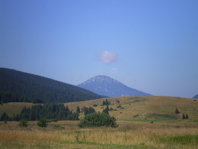 над горой облака стоковые изображения rf