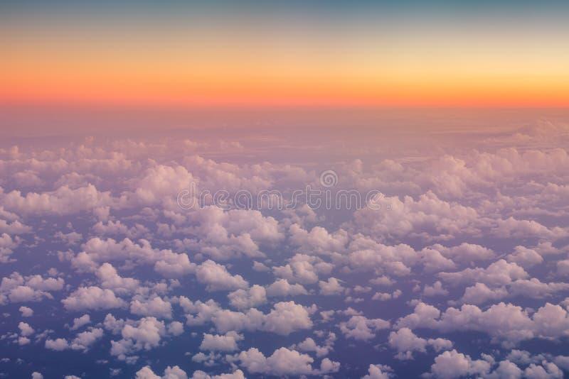 над летать облаков Взгляд от самолета стоковое фото