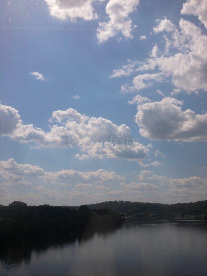 над рекой стоковое изображение