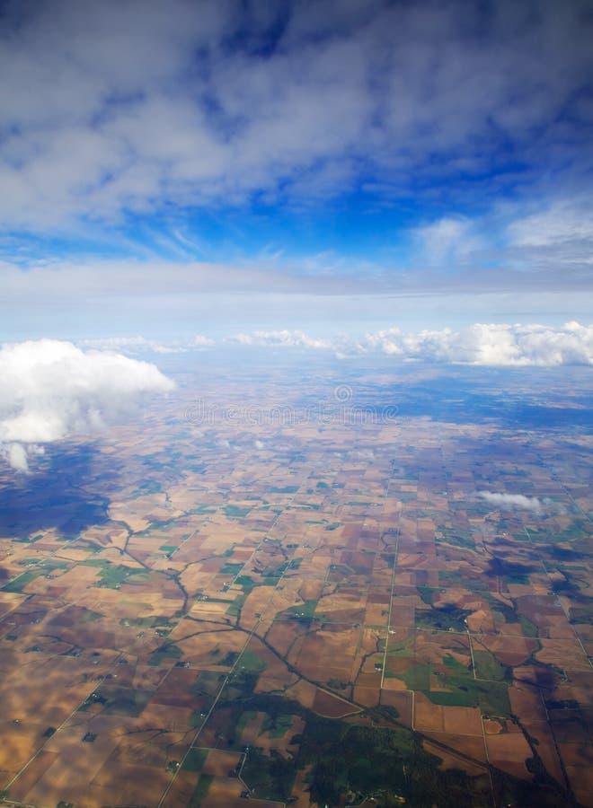 над сельскохозяйственнем угодье стоковое изображение rf