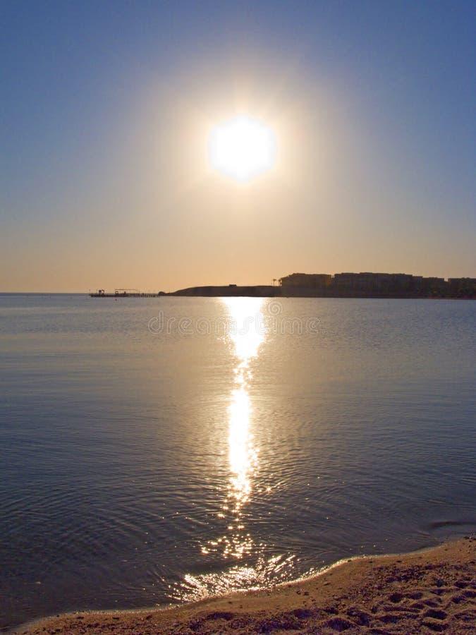 над солнечностью моря стоковое фото rf