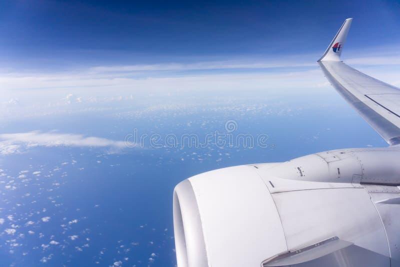 Над coulds и морем в малайзийских авиакомпаниях выстрогайте стоковая фотография