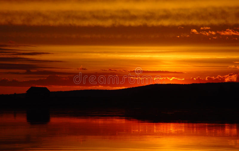 над tornio захода солнца реки стоковое изображение rf