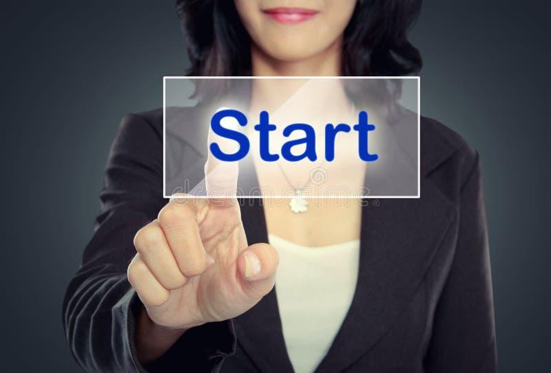 Download Нажим бизнесмена, который нужно подействовать теперь застегивает на виртуальном экране Стоковое Фото - изображение насчитывающей интерфейс, теперь: 37929086