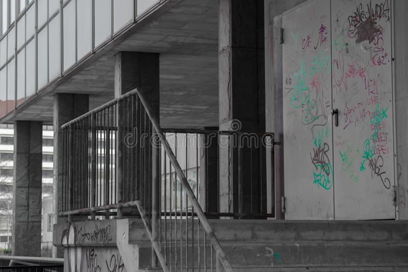 Назад здания с graffitti стоковое изображение