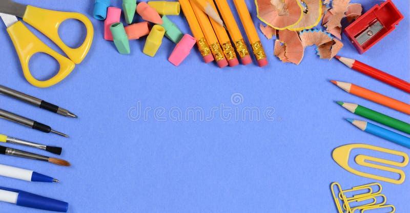 Назад к концепции школы: Изображение определенное размер знаменем стоковые фото