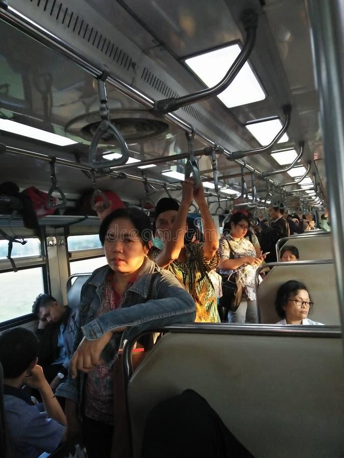 Назад самонавести на Ramadhan поездом стоковая фотография