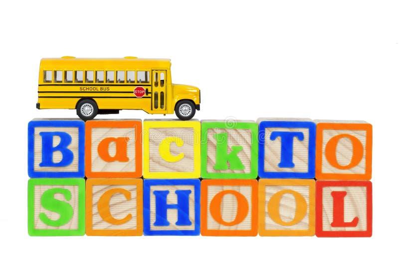 Назад к блокам школьного автобуса стоковые изображения rf