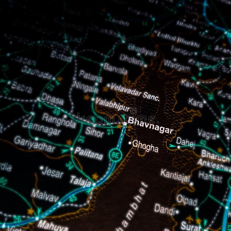 название города бхавнагар, отображаемое на географической карте Индии стоковое фото rf