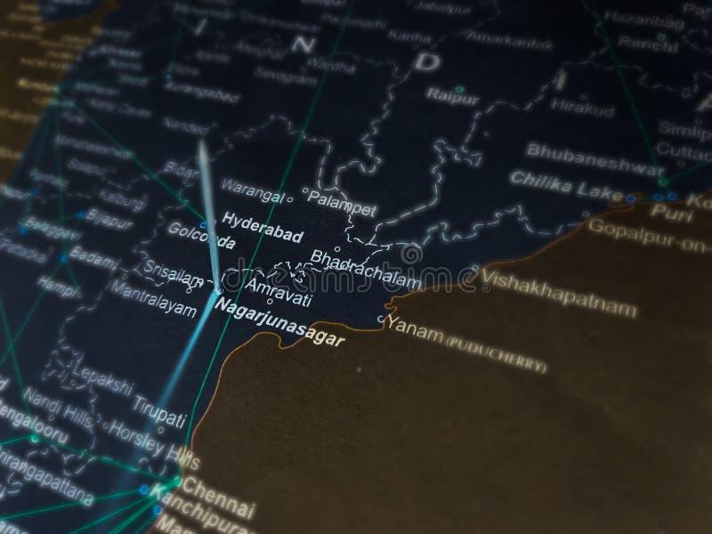 название нагарджунасагарской плотины показано на географической карте Индии стоковое изображение