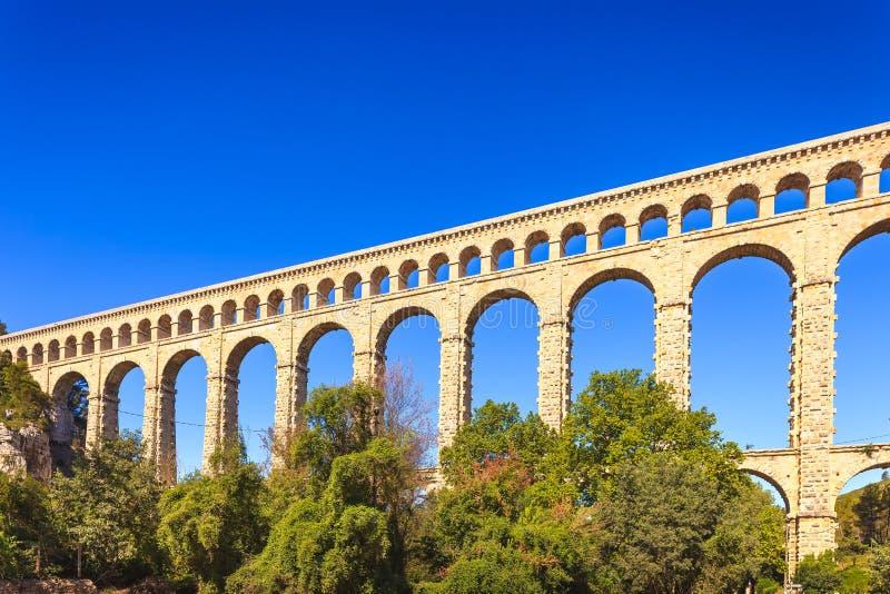 Наземный ориентир мост-водовода Roquefavour исторический старый в Провансали, Франции. стоковые изображения rf