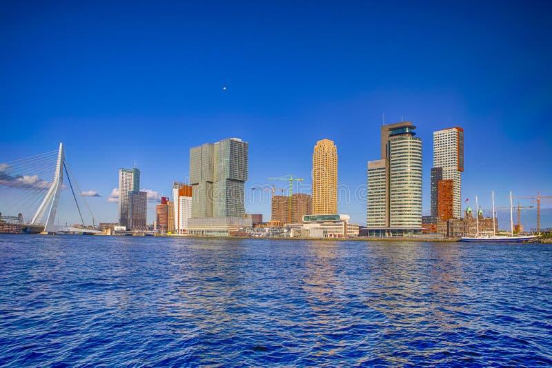 Назначения перемещения Взгляд городского пейзажа гавани и порта Роттердама стоковое фото