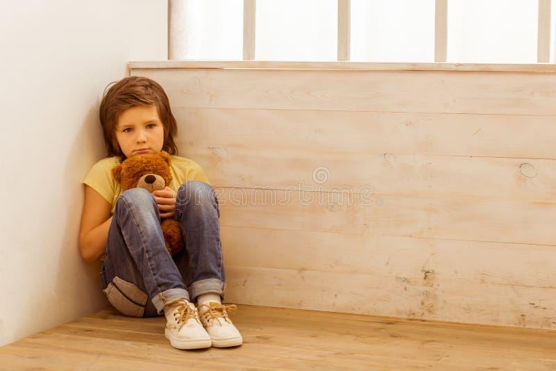 Наказанный мальчик стоковые фотографии rf
