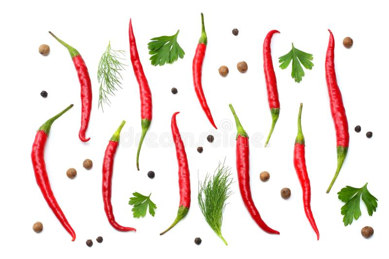 накаленные докрасна перцы chili изолированные на белом взгляд сверху предпосылки бесплатная иллюстрация
