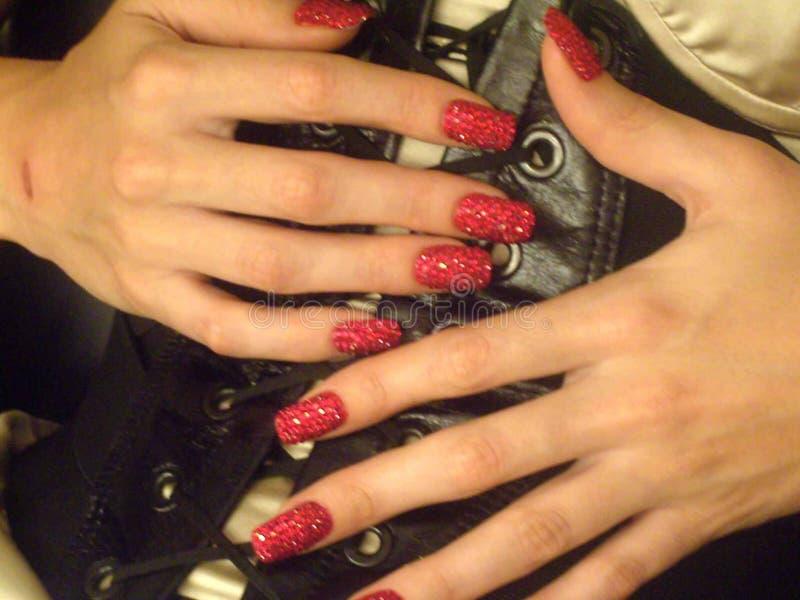 Накаленные докрасна ослепленные блеском ногти стоковое изображение