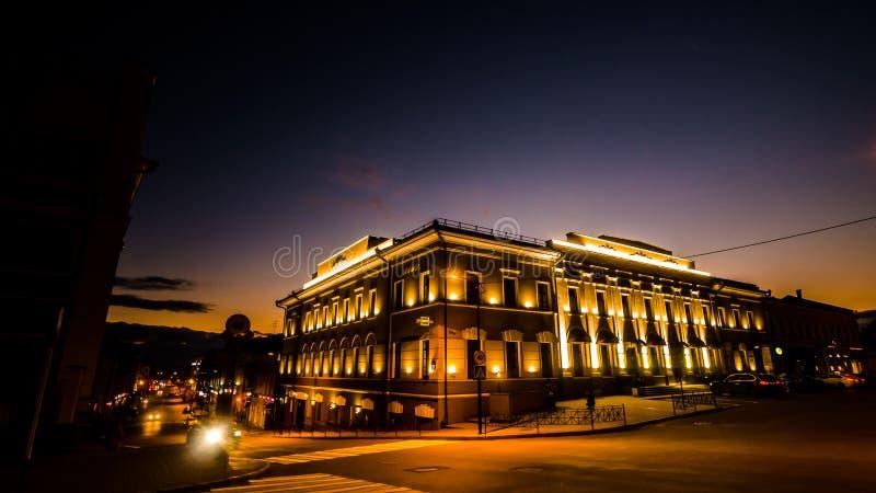 Накаляя старый город в ноче стоковая фотография
