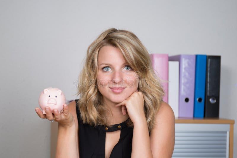 накрените симпатичная piggy женщина стоковые фотографии rf