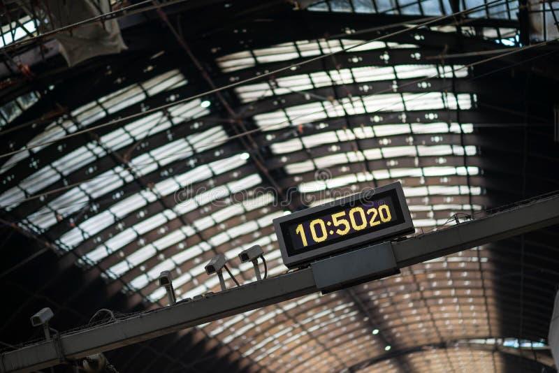 Наклоненное время станции стоковые фото