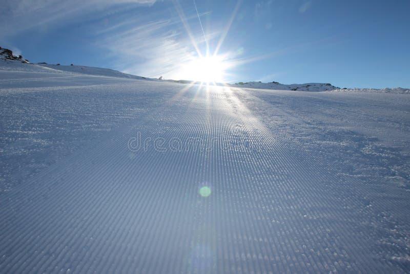 наклон лыжи области caucasus dombay стоковое изображение rf
