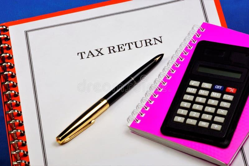 Налоговая декларация - официальное заявление налогоплательщика о полученных доходах Налоговый орган контролирует сумму налога и стоковые фотографии rf