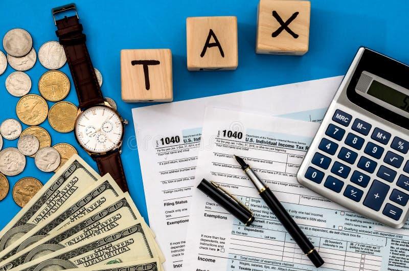 Налоговая форма 1040 с подоходным налогом стоковые изображения