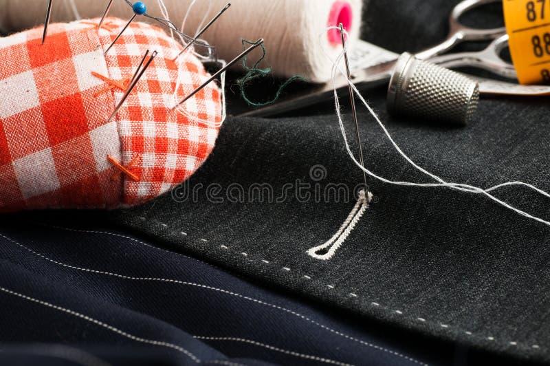 Наметанное портняжничанное платье стоковые изображения rf