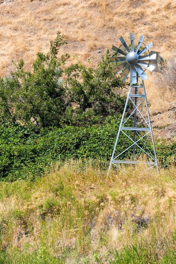 Намочите газируя ветрянку для прудов и озер центрального Орегона США стоковые изображения rf