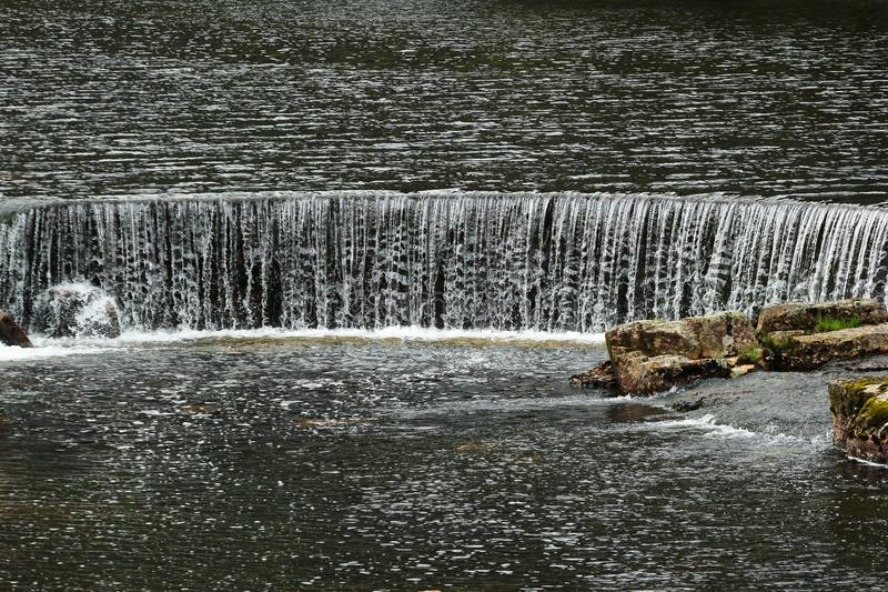 Намочите каскады на реке Sira в Sirdal, Норвегии стоковое изображение rf