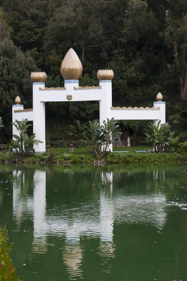 Намочите отражение на стипендии святыни озера, Санта-Моника стоковые фото