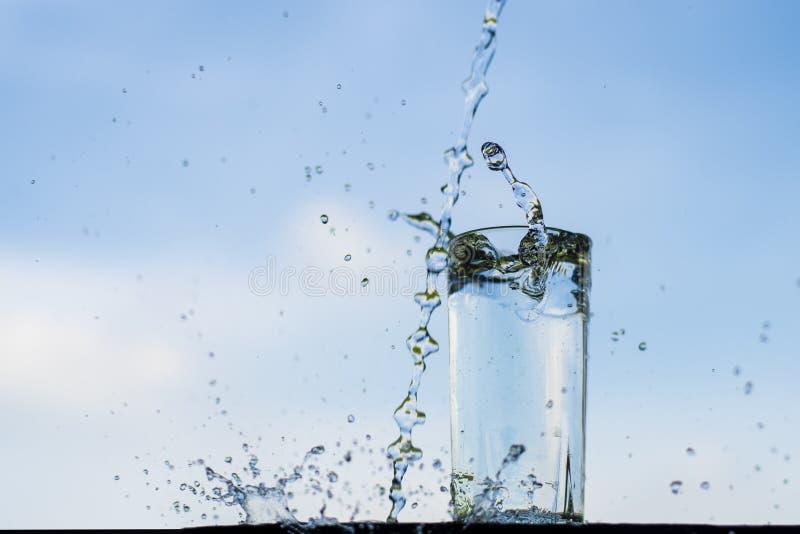 Намочите падать в стекло стоковое фото rf