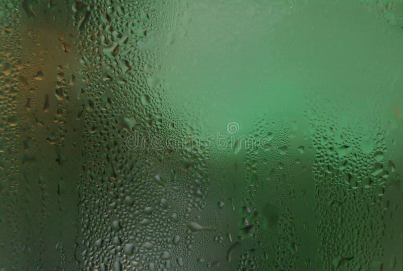 Намочите текстуру конденсации росы предпосылки падений на льде - холодном стекле стоковые фотографии rf