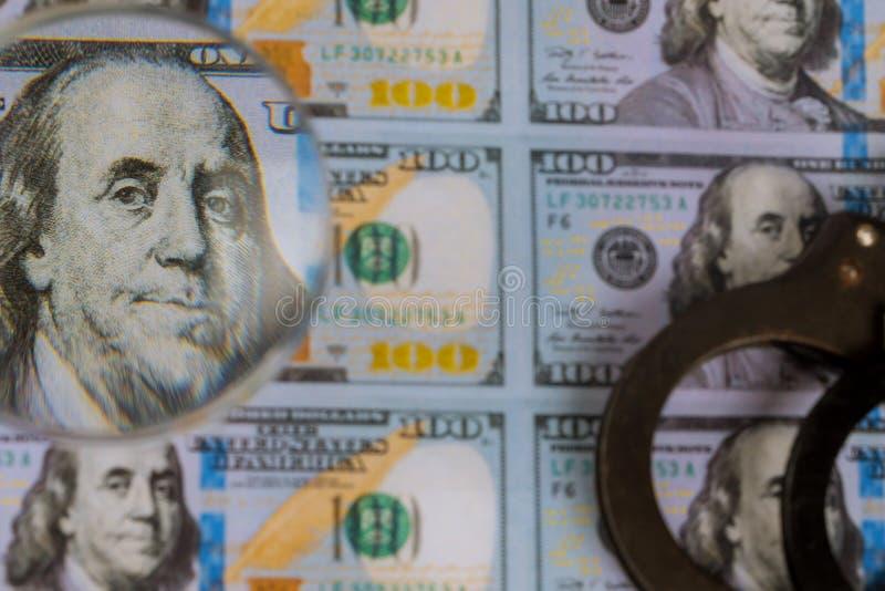 Напечатанные банкноты долларов США, поддельная валюта денег подделывая для лупы стоковое изображение rf