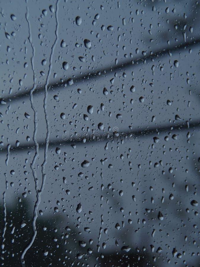 написанное окно raindrops h2o стоковые фото