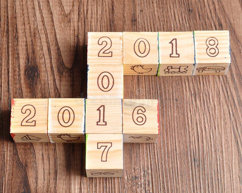 2016 2017 2018 написанных с деревянными блоками стоковые изображения rf