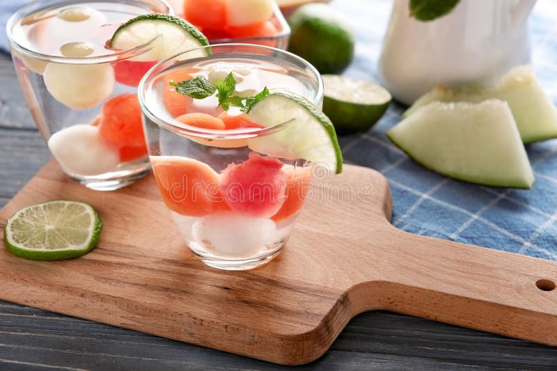 Напитки с очень вкусными шариками дыни на борту стоковое изображение rf