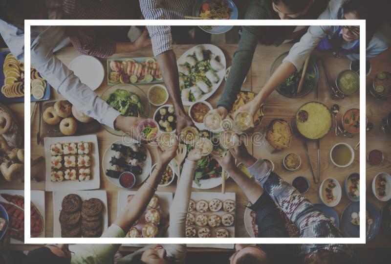 Напиток еды получает совместно концепцию приятельства стоковые изображения rf