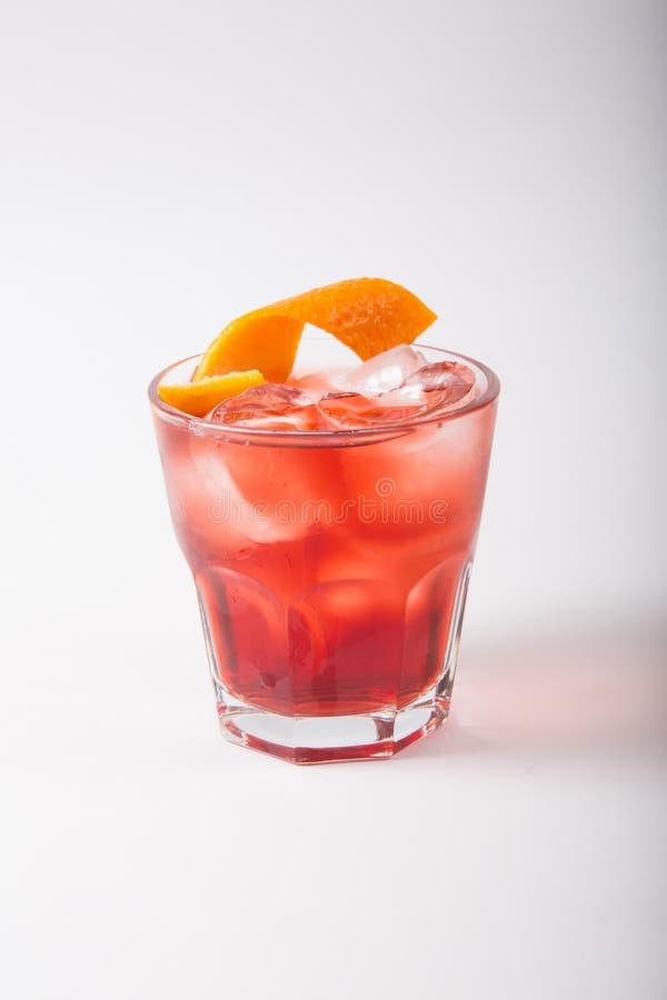 Напиток коктейля алкоголя на белой предпосылке стоковые изображения rf