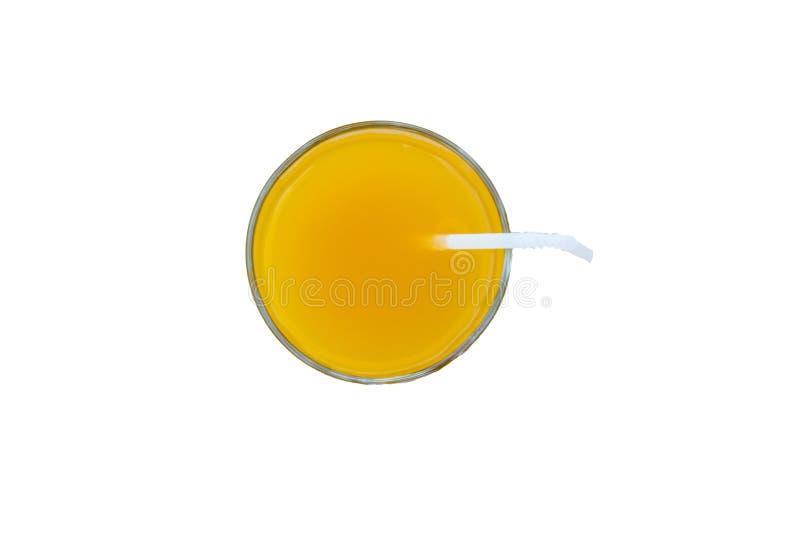Напиток лета - свежо сжимать апельсиновый сок в стекле с трубкой соломы, взгляд сверху, изолированный на белой предпосылке с клип стоковое фото