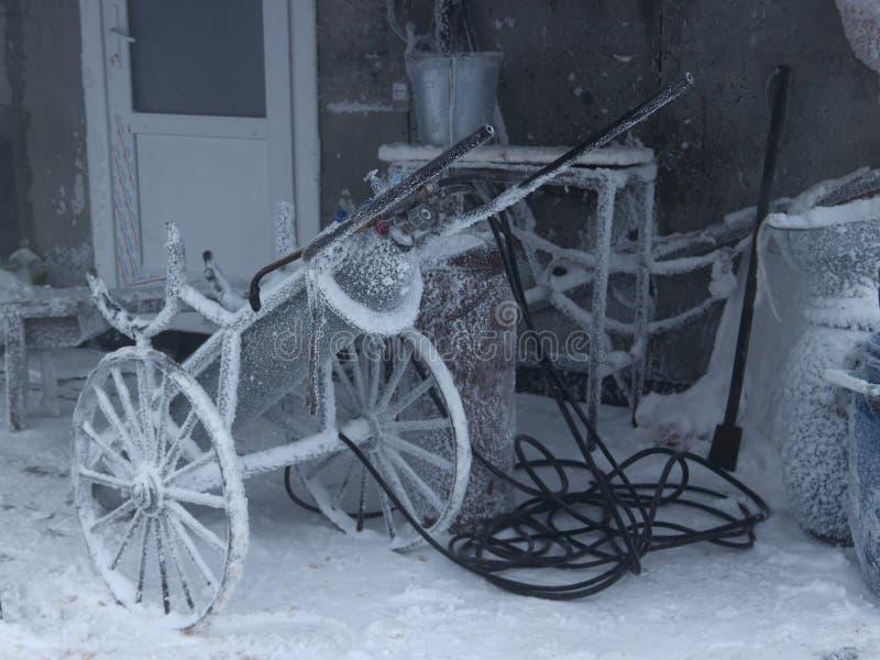 Наполните газом сварочное оборудование выведенное в зиму внутри outdoors стоковое изображение