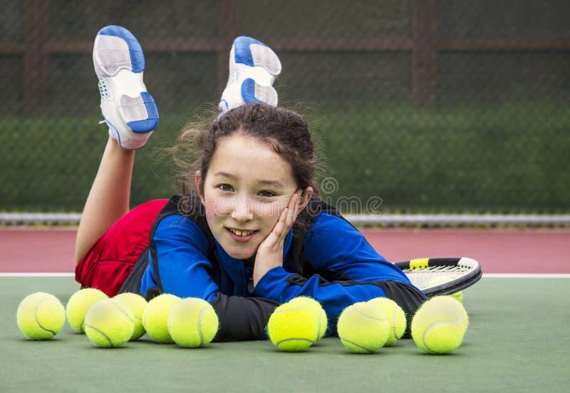 Напольная потеха тенниса для девушки стоковое фото rf