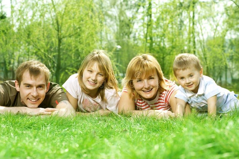 напольное семьи счастливое стоковое фото