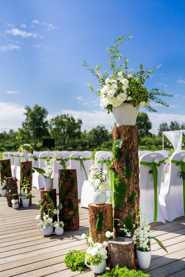 Напольная сцена свадьбы стоковые изображения rf