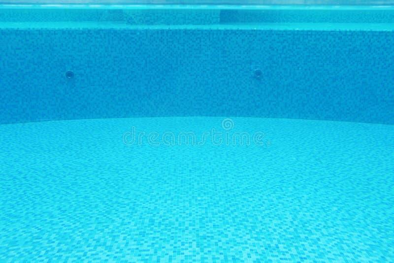 Download Напольный плавательный бассеин Стоковое Изображение - изображение насчитывающей влажно, холодно: 33739673