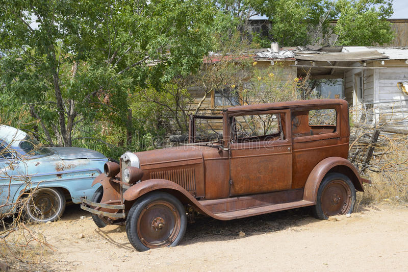 Направьте 66, Hackberry, AZ, автомобили ветерана стоковое изображение rf