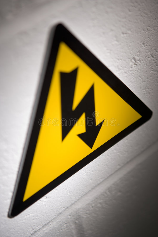 напряжение тока высокого знака стоковое фото